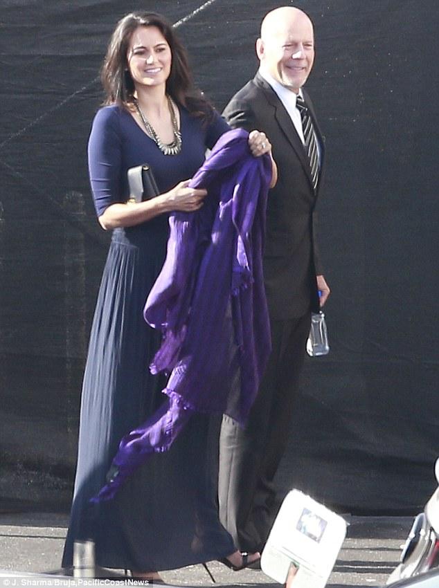 Bruce Willis chegou acompanhado da esposa, Emma