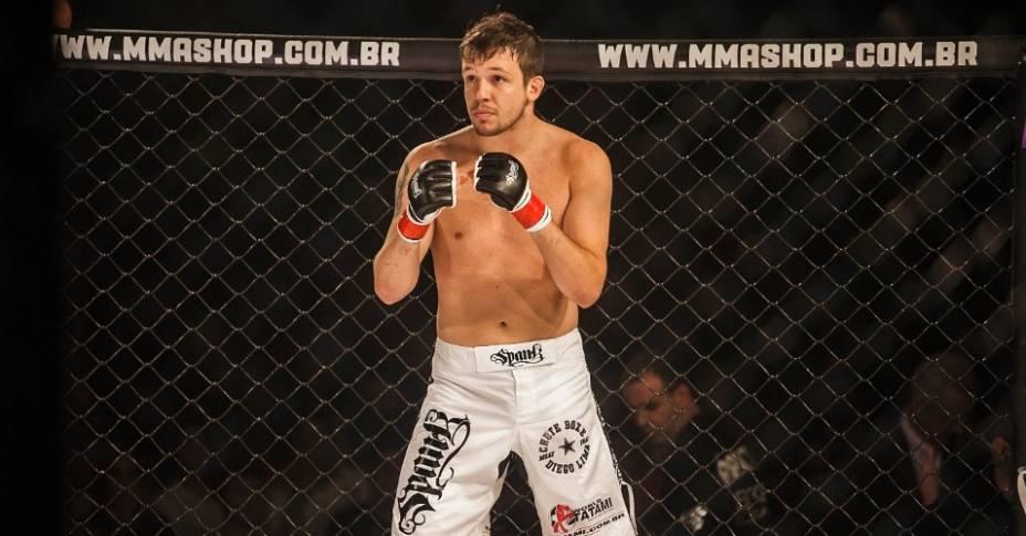 O cantor Bruno do KLB faz a luta principal de MMA do Max Sport