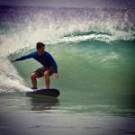Bruno Gagliasso aproveitou para surfar durante sua passagem por Fernando de Noronha (Reprodução/Instagram)