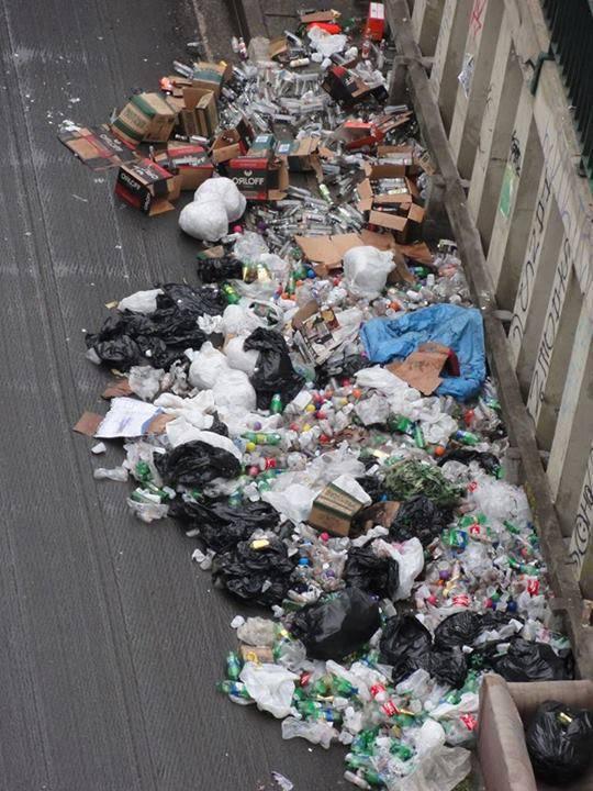 Lixo espalhado depois de festa privada em túnel da Roosevelt