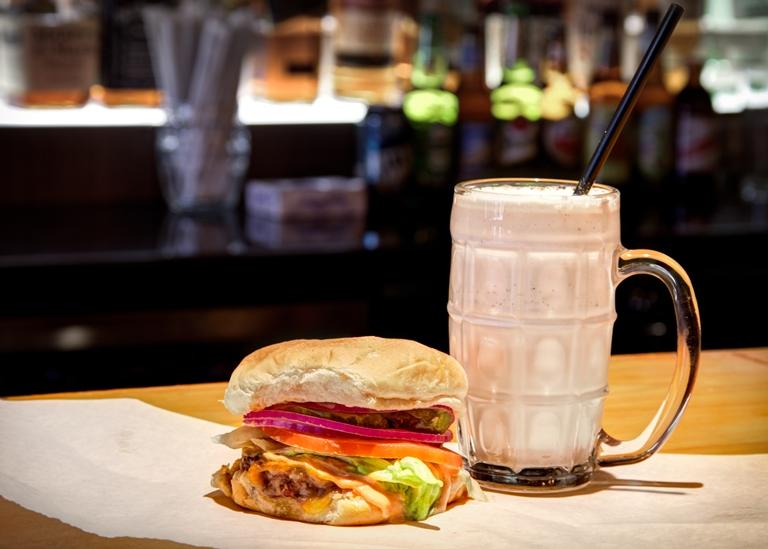 Parceiro para o sanduíche: milk-shake