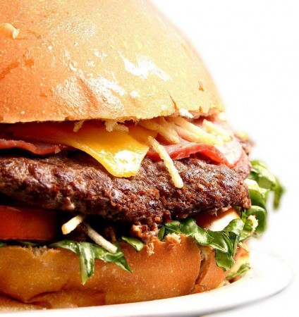 Burgomonstro: com 1,6 quilos, sandubão faz jus ao nome