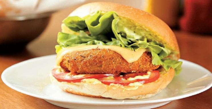 O hambúrguer de bacalhau: textura semelhante à de um bolinho