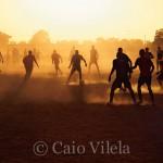 Pelada ao pôr-do-sol, em Burkina Faso, no oeste africano (Crédito: Caio Vilela)