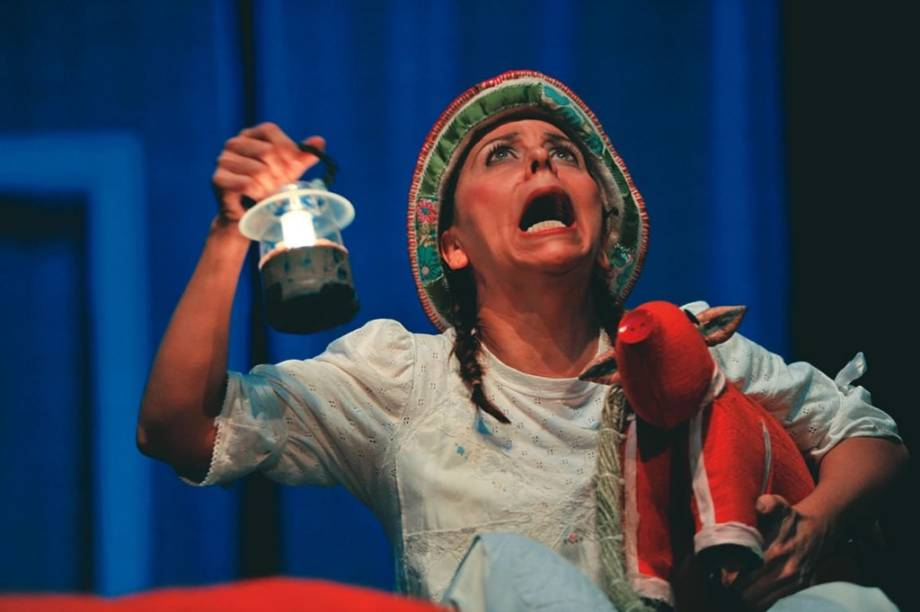 Simone Grande em Buuuu!! A Casa do Bichão: mistura de teatro e narração de causos folclóricos