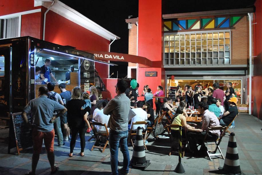 Verão na Vila: evento reúne food trucks e apresentações musicais todas as sextas de janeiro, das 17h às 21h