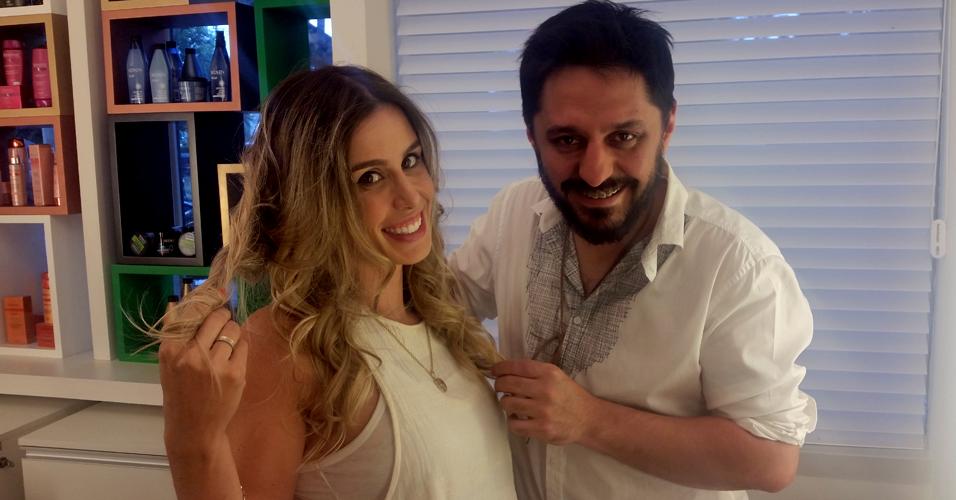 A modelo Caren Lima e o cabeleireiro Sérgio G, depois do teste com o aparelho split-ender pro (Foto: Tatiana Izquierdo)