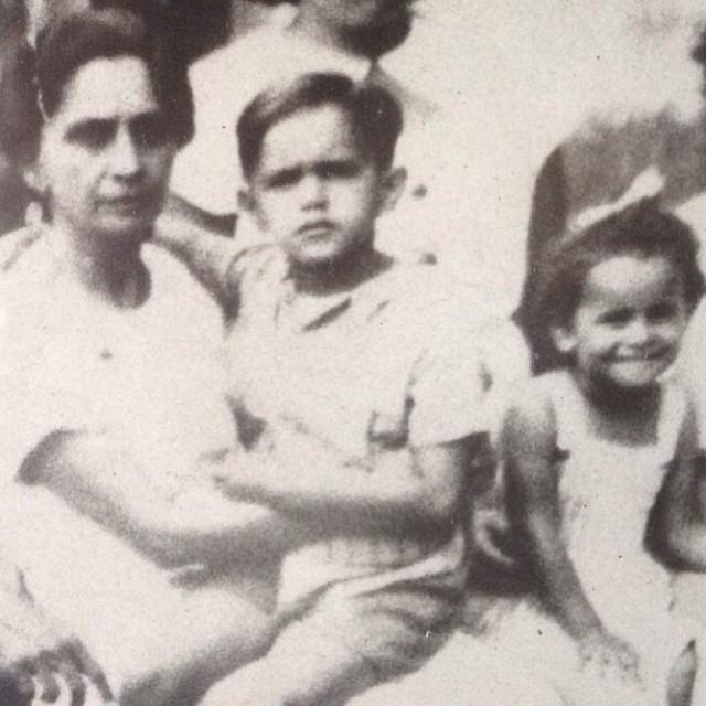 O saudosista Caetano Veloso postou uma foto com dona Canô e Bethânia