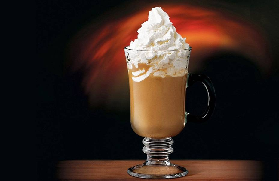 Café Soberano: café expresso, conhaque, licor de cacau, leite condensado e chantilly