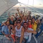 """""""Pau de selfie"""" ajuda a registrar Caio Castro se divertindo com os amigos (Reprodução/Instagram)"""