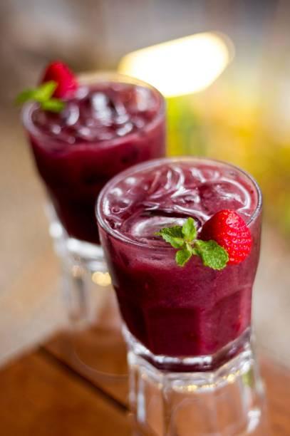 Drinque à base de açaí: com morango e vodca
