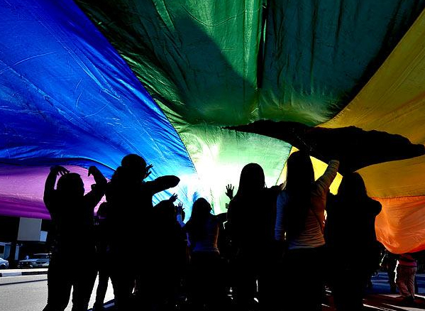 A Caminhada Lésbica ocorre no dia 3 de maio, um dia antes da Parada Gay
