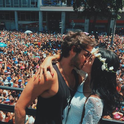 Mais de 50% das mulheres dizem que a festa não atrapalha uma relação. Esse número aumenta no caso dos homens entrevistados para 66% (Foto: Reprodução Instagram)