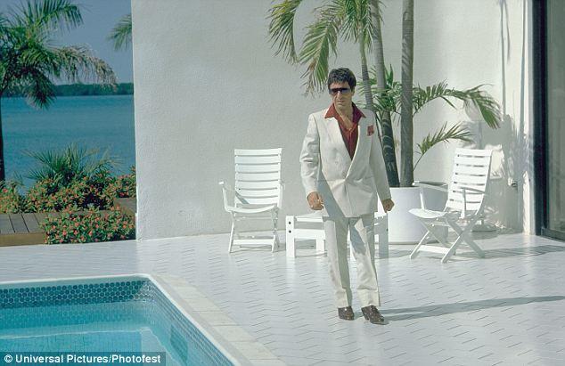 Al Pacino na casa que serviu de cenário para o filme Scarface, em 1983