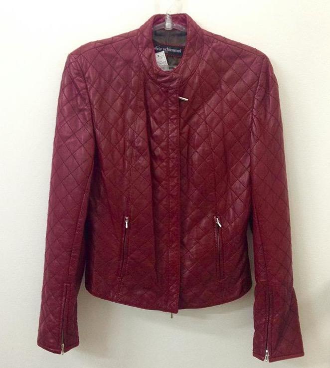Jaqueta vermelha de couro, Sylvie Schimmel, R$ 450,00. (Foto: Reprodução/Instragram)