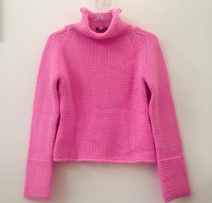Blusa rosa Versace, R$ 129,00. (Foto: Reprodução/Instagram)