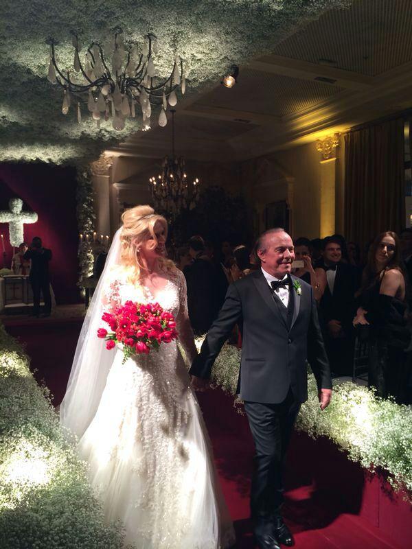 Após a cerimônia, Val Marchiori e Evaldo Ulisnki já casados (Foto: João Batista Jr.)