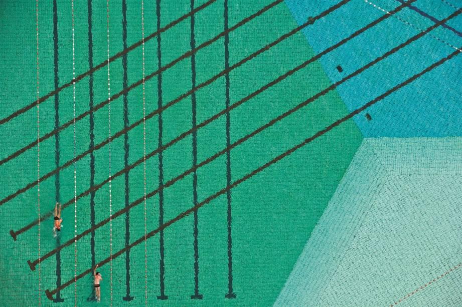 Imagem da piscina da USP, clicada pelo fotógrafo paulistano Cássio Vasconcellos