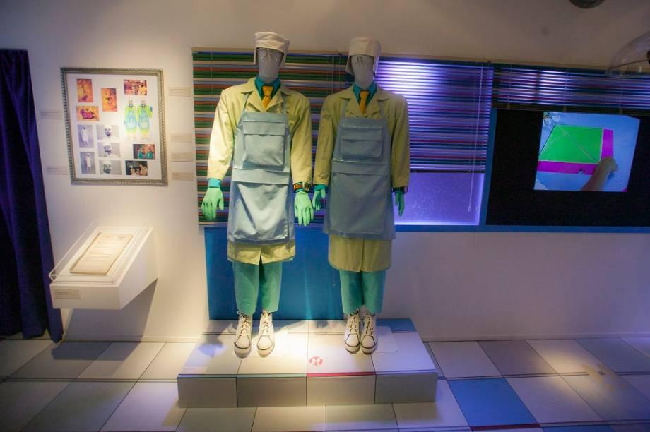 Também é possível ver de perto as roupas usadas por Tíbio e Perônio. Os figurinos ficam em um ambiente que reproduz o laboratório dos cientistas, conhecidos por contar curiosidades no programa