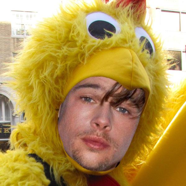 Pode imaginar Brad Pitt fantasiado de galinha para vender comida fast-food?