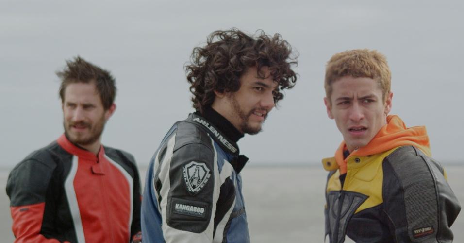 Clemens Schick, Wagner Moura e Jesuita Barbosa em cena de Praia do Futuro