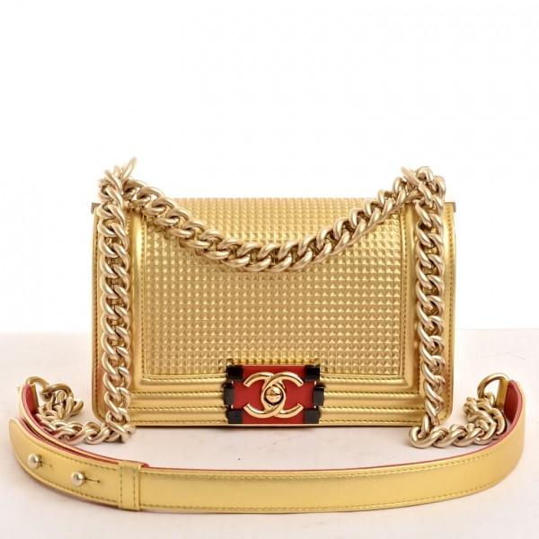 Chanel dourada. De R$ 7 500,00. por R$ 5 000,00. (Foto: divulgação)