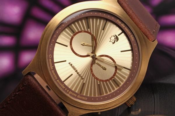 Relógio da coleçao Czuza, com frases de hits do cantor carioca.