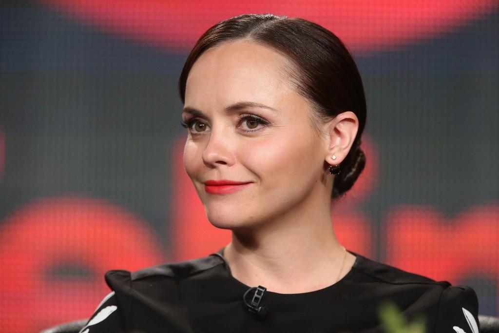 Christina Ricci, 35 anos, ficou marcada como a Wandinha, de A Família Addams
