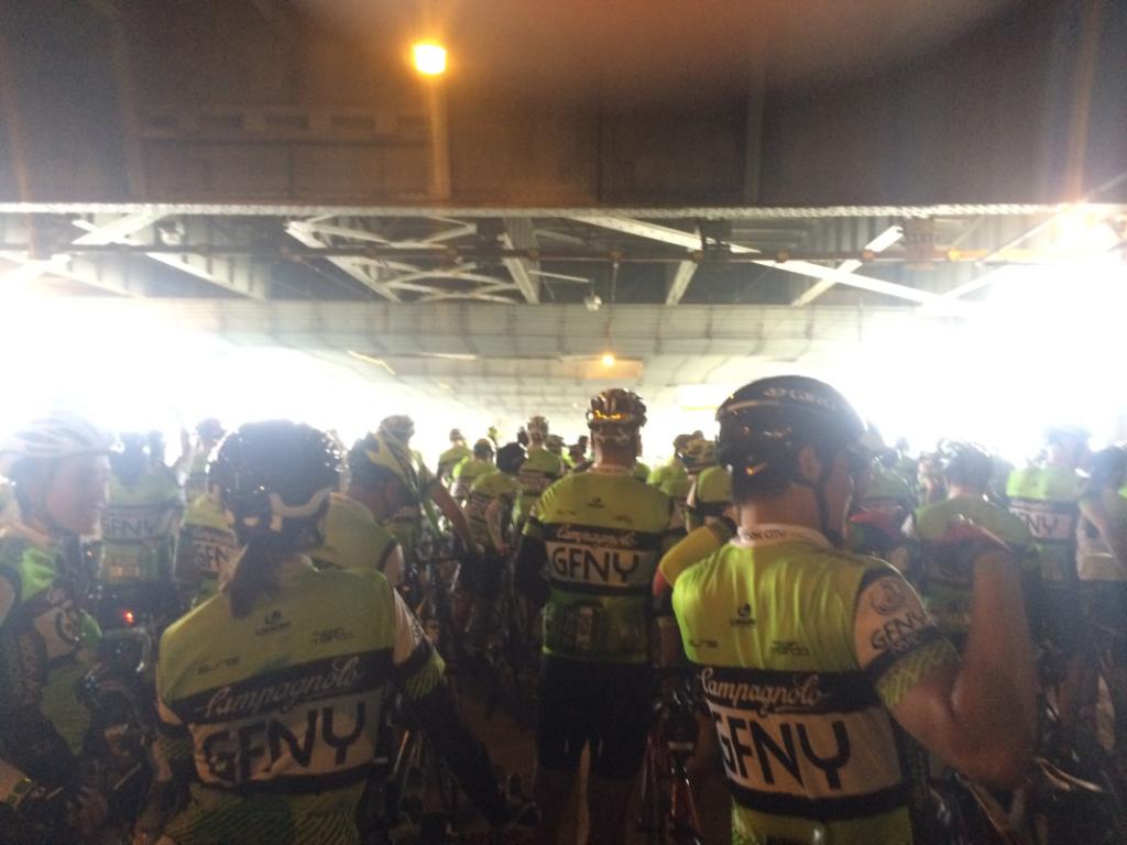 Ciclistas reunidos na largada da prova (Arquivo pessoal)