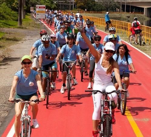 Pedalada reúne mais de 200 ciclistas na ciclovia Rio Pinheiros