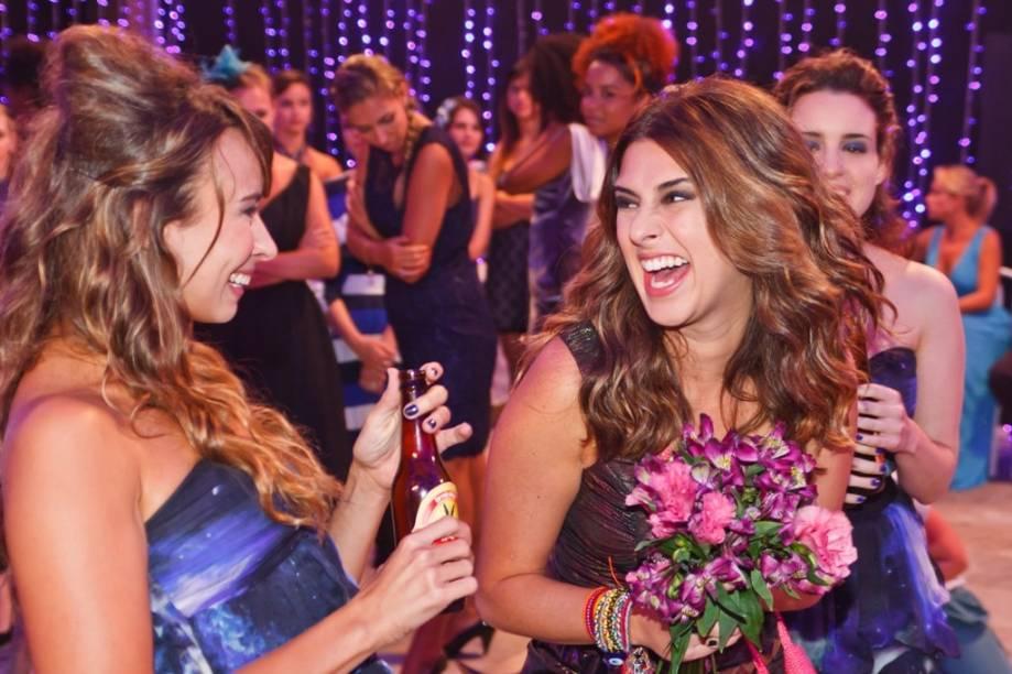 A namorada vingativa: Fernanda Paes Leme (à direita) posta um vídeo constrangedor de Bruno na internet