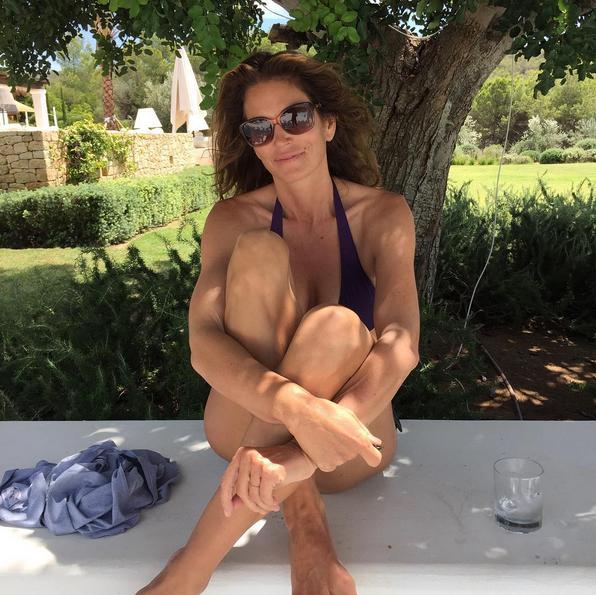 A modelo Cindy Crawford em clique feito pelo marido, Rande Gerber, durante férias em Ibiza, em agosto deste ano