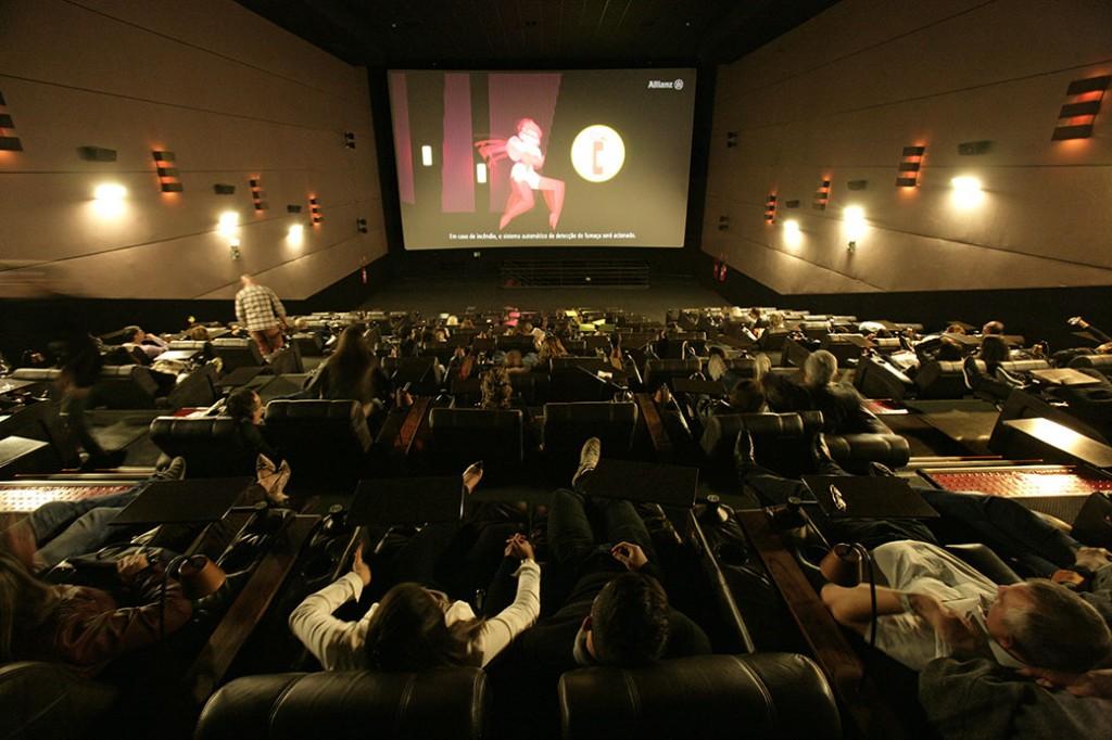 A sala ficou praticamente lotada para ver a pré-estreia de Minha Querida Dama