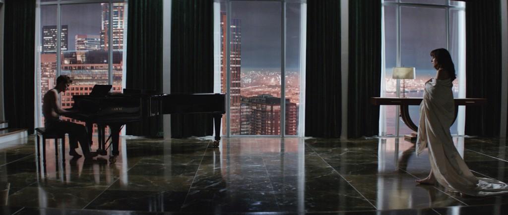 Grey ao piano e uma deslumbrante vista do apartamento