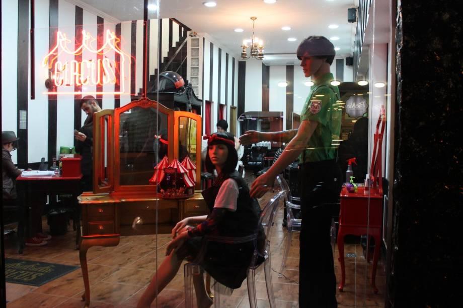 Circus Hair: salão de beleza na Rua Augusta tem brechó, fliperama e um mini-pub