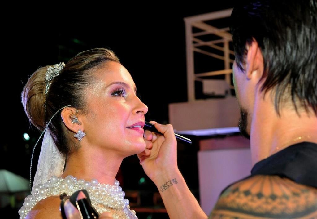 Claudia e o maquiador Lavoisier durante a noite de terça (17) em Salvador (Foto: Divulgação)