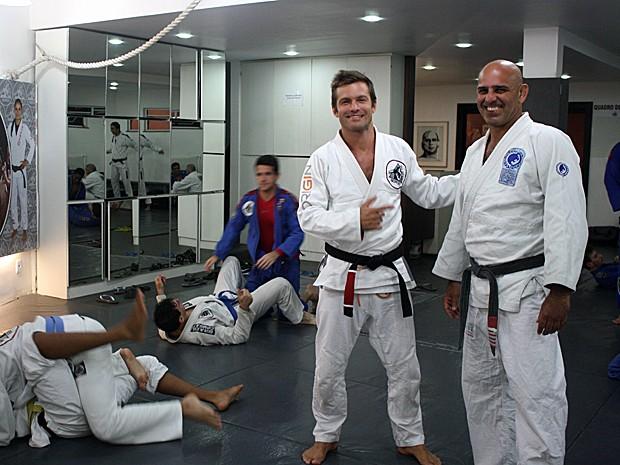 Cláudio Heinrich ao lado do mestre do jiu-jítsu Roberto Correa: professor (Foto: Arquivo Pessoal)