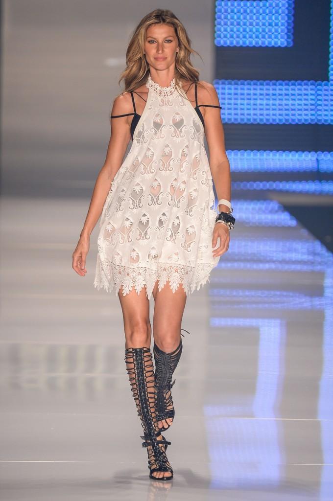 Últimos passos na passarela: Gisele vai atuar no mercado da moda em outras frentes  (Foto: Divulgação/Colcci)