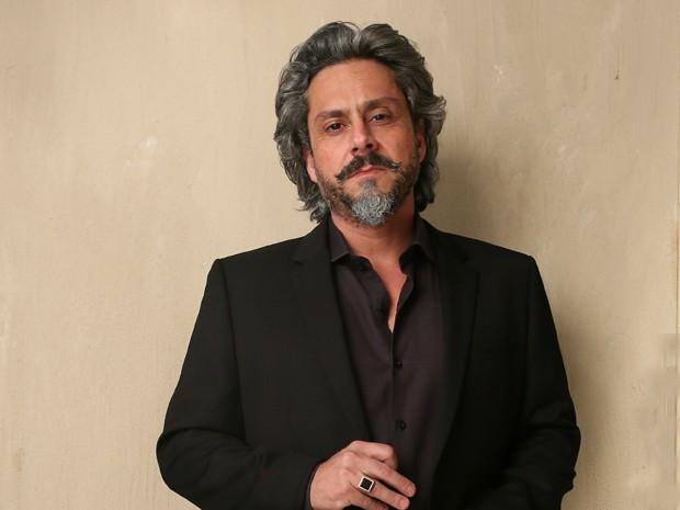 Alexandre Nero 'empresta' o seu charme para José Alfredo (Foto: Reprodução/Gshow)