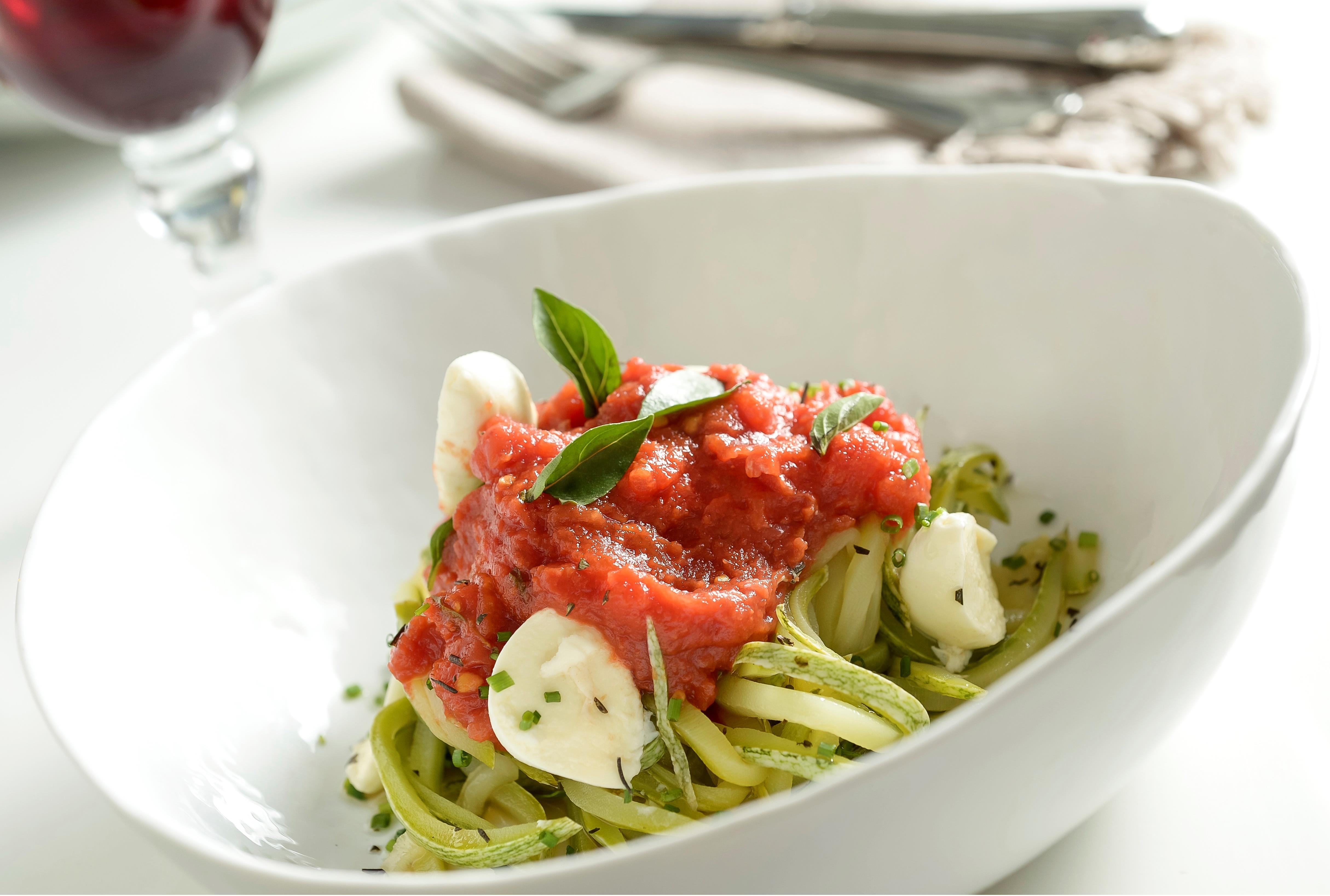 Espaguete de abobrinha com ragu de tomate (Tadeu Brunelli)