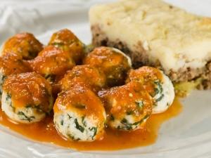 Torta de carne com vegetais e bolinha de ricota com espinafre (Divulgação)