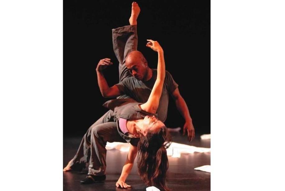 A francesa Michelle Brown e o baiano Armando Pekeno, da Compagnie Ladainha