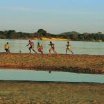 Uma bolinha às margens do rio, em Conceição do Araguaia (PA) (Crédito: Caio Vilela)