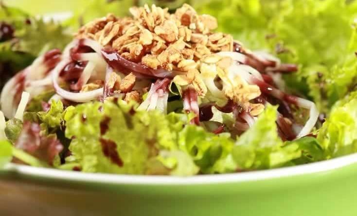 Salada de palmito pupunha e quinoa ao molho de açaí