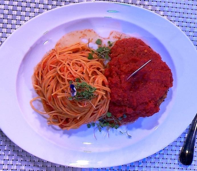 Bolo de carne à italiana: servido com espaguete