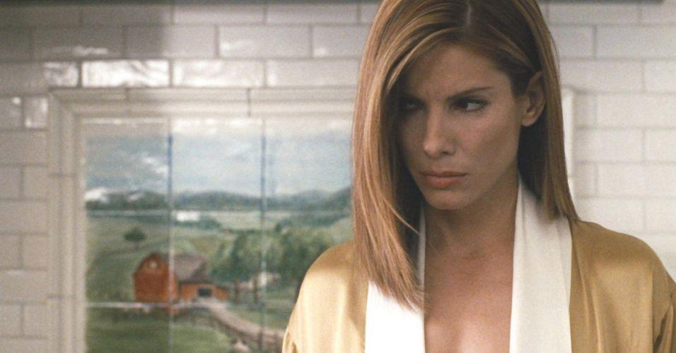 2004 – Em meio ao numeroso elenco, Sandra passou desbercebida no vencedor do Oscar Crash