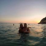 Cristiana Oliveira e amiga aproveitando um dia de praia (Reprodução/Instagram)