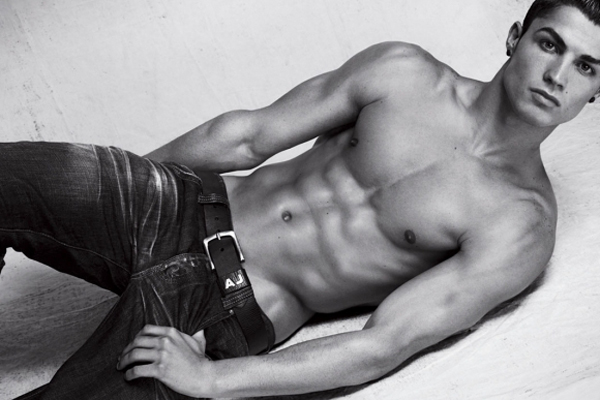 cristiano-ronaldo-shirtless-06302010-04-580x435 (1)
