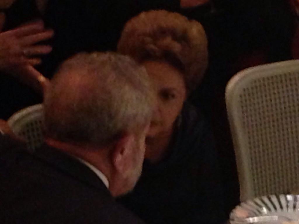 Dilma e Lula conversam no casamento de Kalil Filho