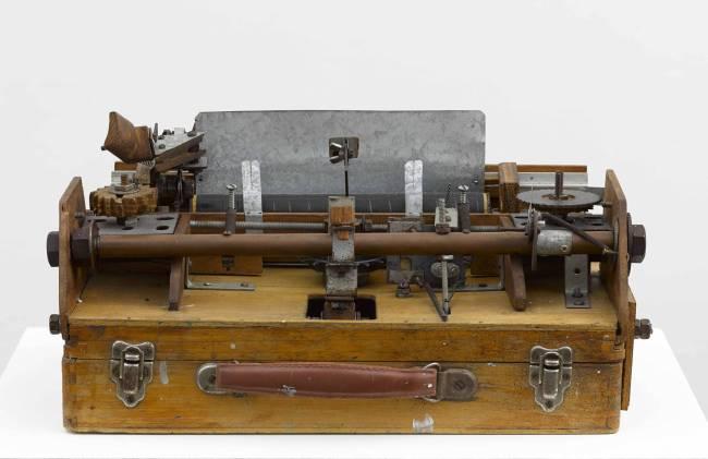 Damian Ortega -  Mechanism level Speech Complex Mechanism - Máquina de Escrever